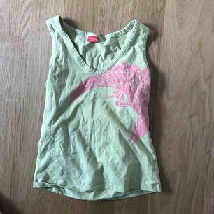 jättefint linne från björn borg. toppskick, säljer då det inte används. köparen står för frakt!