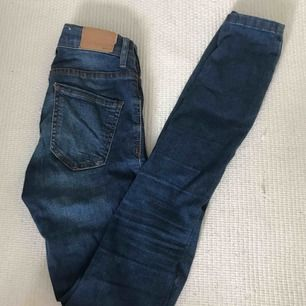 Jeans i modellen Alex ifrån Gina Tricot. Frakt tillkommer 🌹