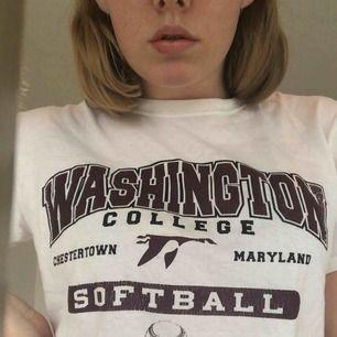 Säljer denna t-shirt från ett basballlag typ, vet inte riktigt, storlek M