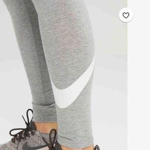 Gråa Nike tights  Använd kanske 1-2 gånger och är i bra skick