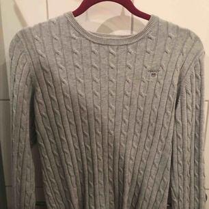 Grå äkta gant tröja i väldigt bra skick (original pris 1300 men säljer för 250)
