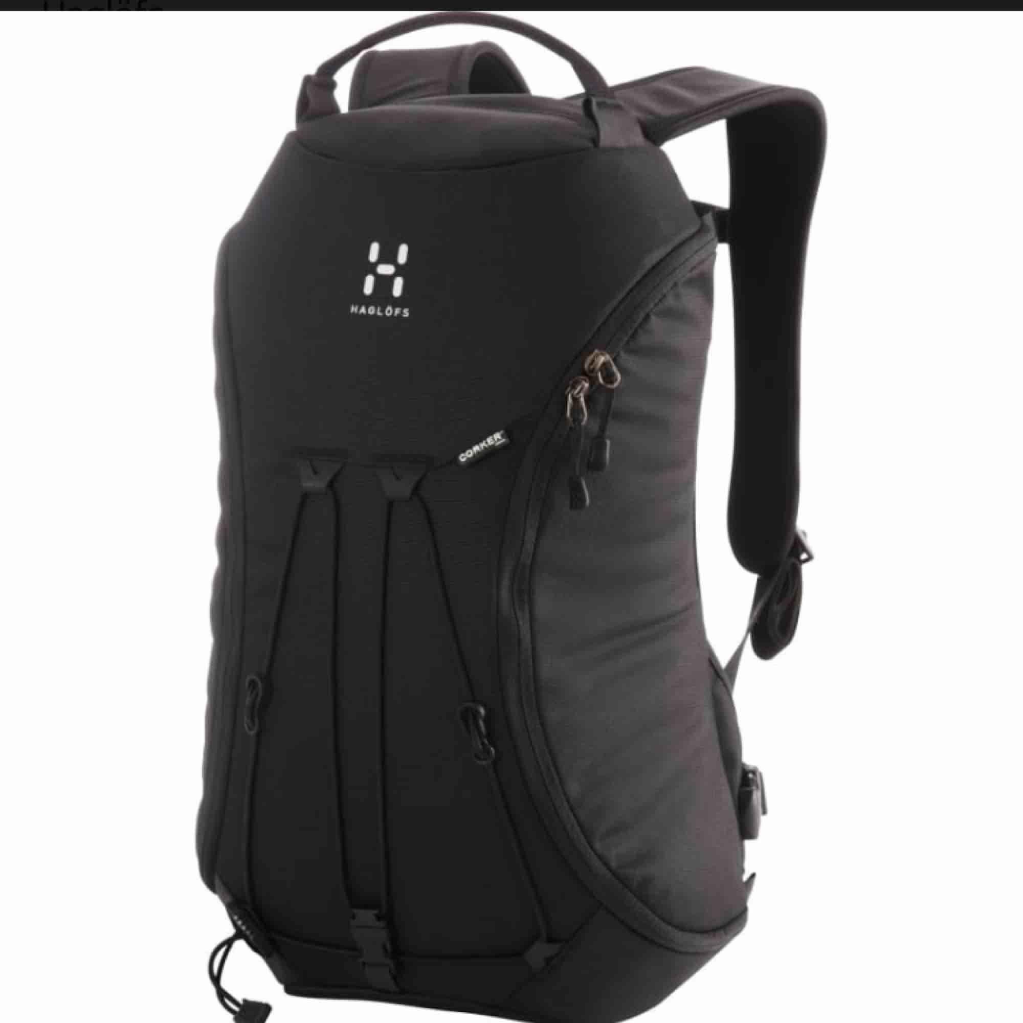 Säljer denna ryggsäcken från Haglöfs! Modellen heter Corker, storlek M i färgen brun dvs inte svart som på bilden. Någon liten fläck och skavning men annars i bra använt skick. Nypris 900 kr, säljer min för 350 kr. ✨. Jeans & Byxor.