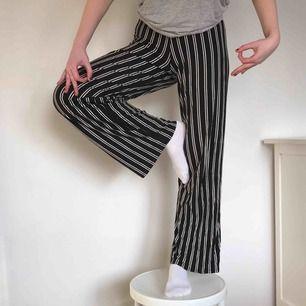 JÄTTEbekväma byxor från Gina Tricot. Kan antingen mötas i Lund eller skicka mot en kostnad på 50kr extra.