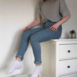 Snygga jeans från Levis. Kan antingen mötas i Lund eller skicka mot en kostnad på 50kr extra.