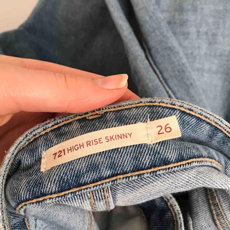 Snygga jeans från Levis. Kan antingen mötas i Lund eller skicka mot en kostnad på 50kr extra.. Jeans & Byxor.