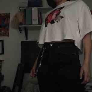 Super skön Nicki Minaj crop-top. De va min favorit tröja, men sen så kände jag att den inte riktigt va min stil.  Pris o så kan diskuteras!  Frakt: 36kr💘  är du intresserad, be mig att sätta på safepay elr swish!!