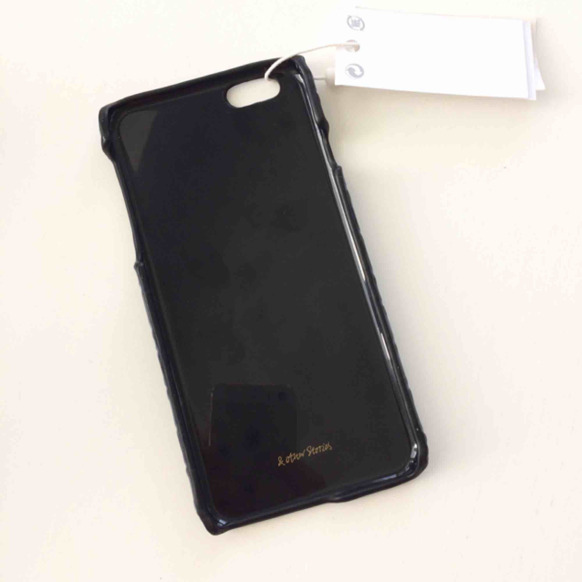 Fint mobilfodral till iPhone 6, mörkblått ormskinn💙 oanvänt då jag fick det i present men passar tyvärr inte min telefon. . Accessoarer.