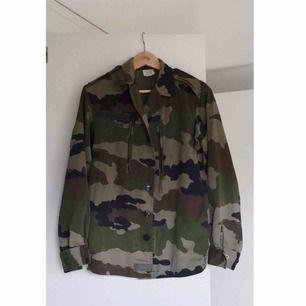 Camouflagejacka i fint skick, köpt vintage från na-kd