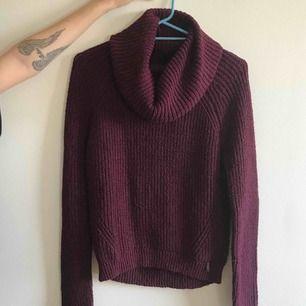Vinröd stickad tröja från hollister