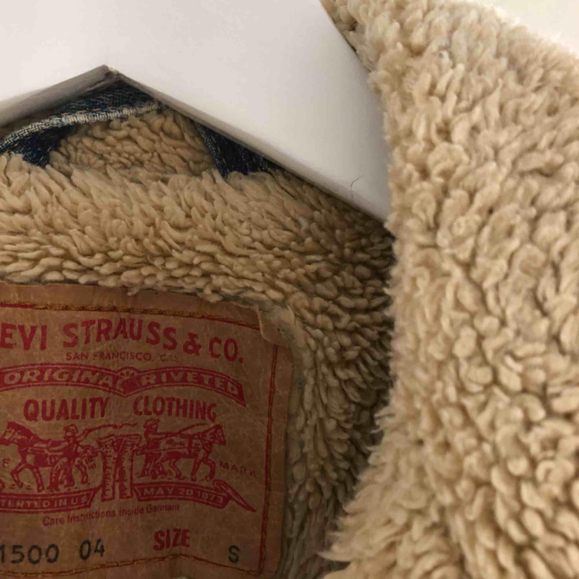 Äkta fodrad Levi's jacka från 90-talet. Jackor.