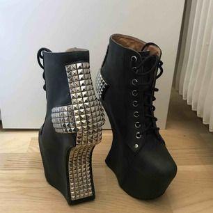Skitsnygga Jeffrey Campbell skor, köpta från Rebecca Stella