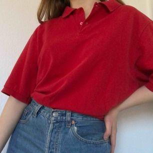 Super cool tröja i fint vintage skick. Frakt på 30-40 kr tillkommer