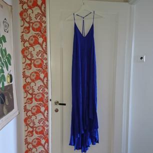 Ny sommarklänning från H&M (lappen kvar)  Storklek 34 Härlig blå färg