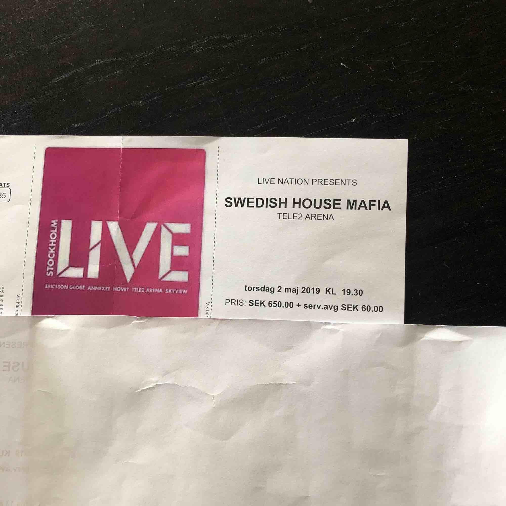Säljer 3 st biljetter till swedish house mafias konsert den andra maj i år. Det är sittplatser. Biljetterna är nästan helt slutsålda, så bud från 650kr. Jag har bokat en resa så jag missar denna konsert tyvärr. Hör av er för mer information!💕. Övrigt.