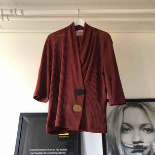 Set från Zara, blus och byxor som går ihop. Så skönt på sommaren! Köparen står för frakt!