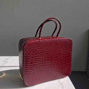 Väska,sminkväska,necessär från Estée Lauder. Aldrig använd.
