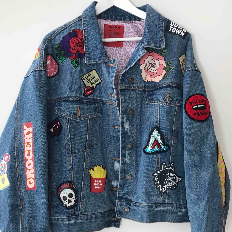 As ball jeans jacka från Pull & Bear. Aldrig använd. Står L inuti men det är definitivt en onesize som passar både mig som är XS som en som är L. . Jackor.