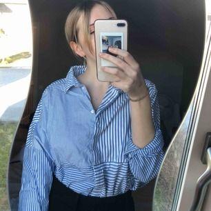 Fin skjorta i superbra skick!! Storlek L men funkar för M också. Kan mötas upp i Göteborg, annars står köparen för frakt!! Betalning sker via Swish!💓💓✨OBS hund finns i hem