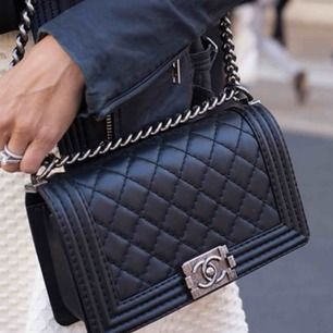 Chanel väska  Nytt  Aa kopia  Hämtas  kan frakta köparen betalar spårbar frakt med koli nr 63 kr