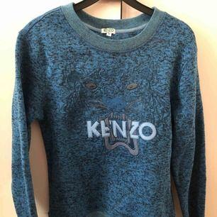 Kenzo kopia, passar S-M, väldigt fint skick, använt 2ggr.  Frakt tillkommer, swish