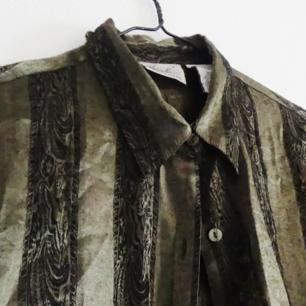 Fantastisk grön silkesskjorta köpt secondhand