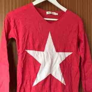 Röd, långärmad tröja från Bondelid.