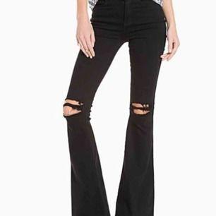 Ett par skit snygga bootcut jeans från dr.denim. De är uppsydda men väldigt enkelt att klippa av tråden så blir de lika långa som när jag köpa dem. Priset är inkl frakt, tar endast swish :)