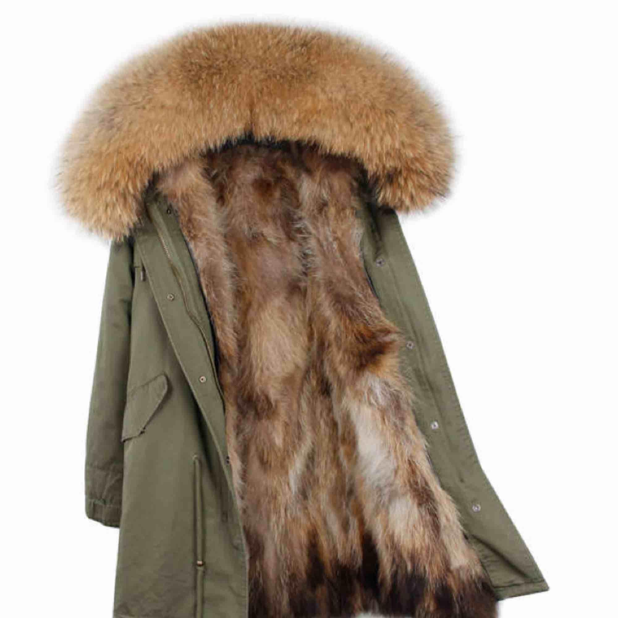 Super fin jacka som tyvärr inte kommer till användning hos mig. Går att ta bort pälsen inuti samt på luvan om man vill det. Denna jacka passar både vinter/vår/höst. Stl M (passar mig som har S). Passar även en liten M. Köpt för 2500. Säljes för 700.. Jackor.