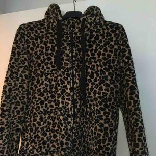 Mjuk hoodie från hunkemöller, se material och färg på bild 2.