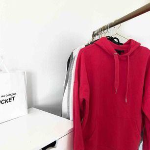 • korallrosa hoodie från Monki • använd få gånger • bra skick