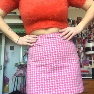 Supersöt Clueless kjol från Monki! Strlk 38. 200:- plus frakt. Använd endast ett fåtal ggr tyvärr så den förtjänar en bättre ägare! Skickas via post el möts upp i Sthlm. DMa för köp 💗🎀💗