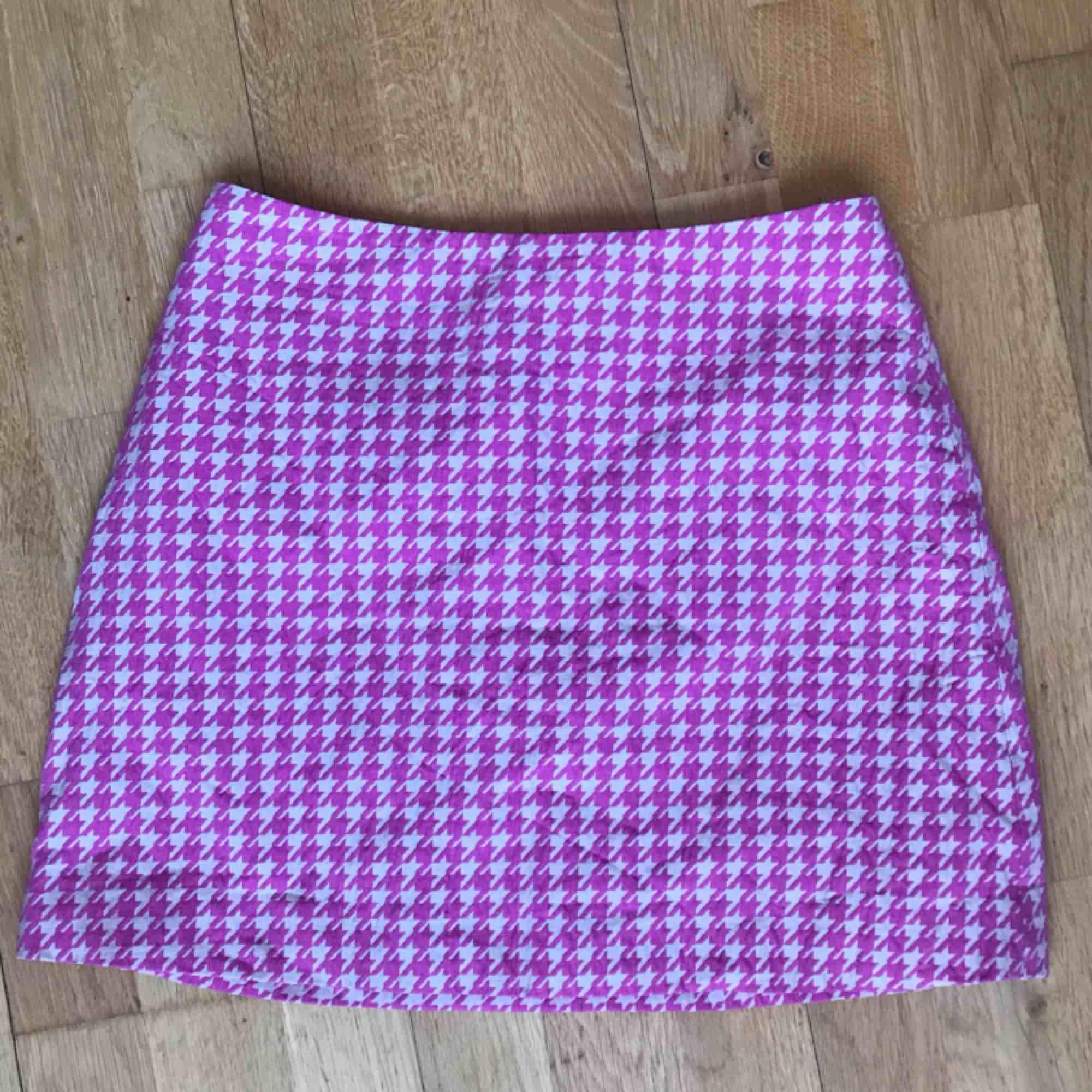 Supersöt Clueless kjol från Monki! Strlk 38. 200:- plus frakt. Använd endast ett fåtal ggr tyvärr så den förtjänar en bättre ägare! Skickas via post el möts upp i Sthlm. DMa för köp 💗🎀💗. Kjolar.