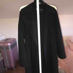 Jättefin rätt tunn kappa från zara, köpt för 899. Köparen står för frakt 🌸