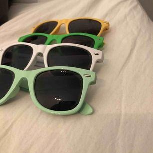 Solglasögon i olika färger 20kr styck