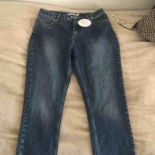 Oanvända jeans från nakd i st 40, mer som en S/M