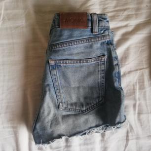 Avklippta kimomo byxor från Monki! Superfina shorts i retro modell, säljer då jag tyvärrrrr växt ur de :(( möts upp i Stockholm men fraktar annars mot billig fraktkostnad :)