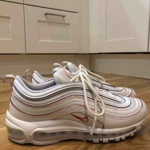 Jag säljer ett par Nike air max 97 special edition. Skorna är använda få gånger och ser fina ut. Skorna är i strl 39 och köpta för 1900kr.