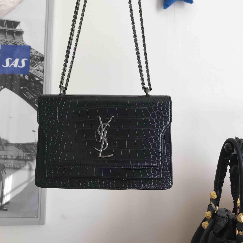 108467905f5a Giver Yves saint laurent taske i meget god stand. Det er en kopi, ...