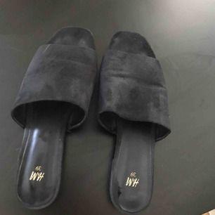 Slippers från HM! I priset inför frakt!
