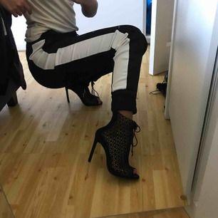 Aldrig använda klackar från Zara i storlek 37.  Nypris: 699kr. Frakt: 90kr Pris kan diskuteras vid snabbt köp!