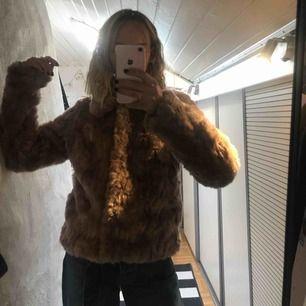 Knappt använd pälsjacka (fake päls) från Vila, köptes för 1000