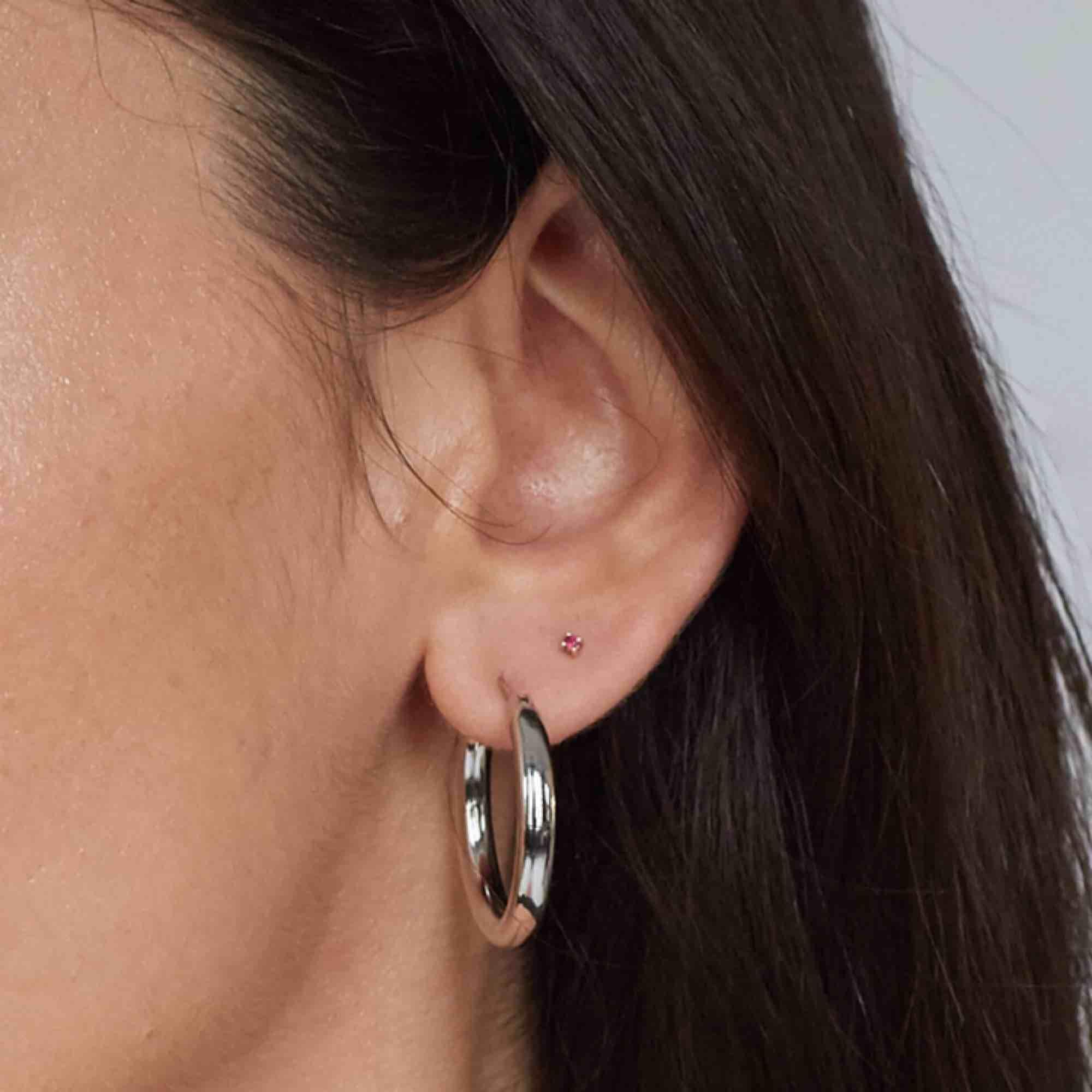 Populära chunky silver örhängen från Glitter, använda 2-3ggr,  så de är som nya! (även tvättade med handsprit) andra bilden är inte min men de ser ut så på. Accessoarer.