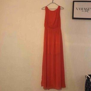 Fin klänning,perfekt till balen eller festen! Använd endast en kväll
