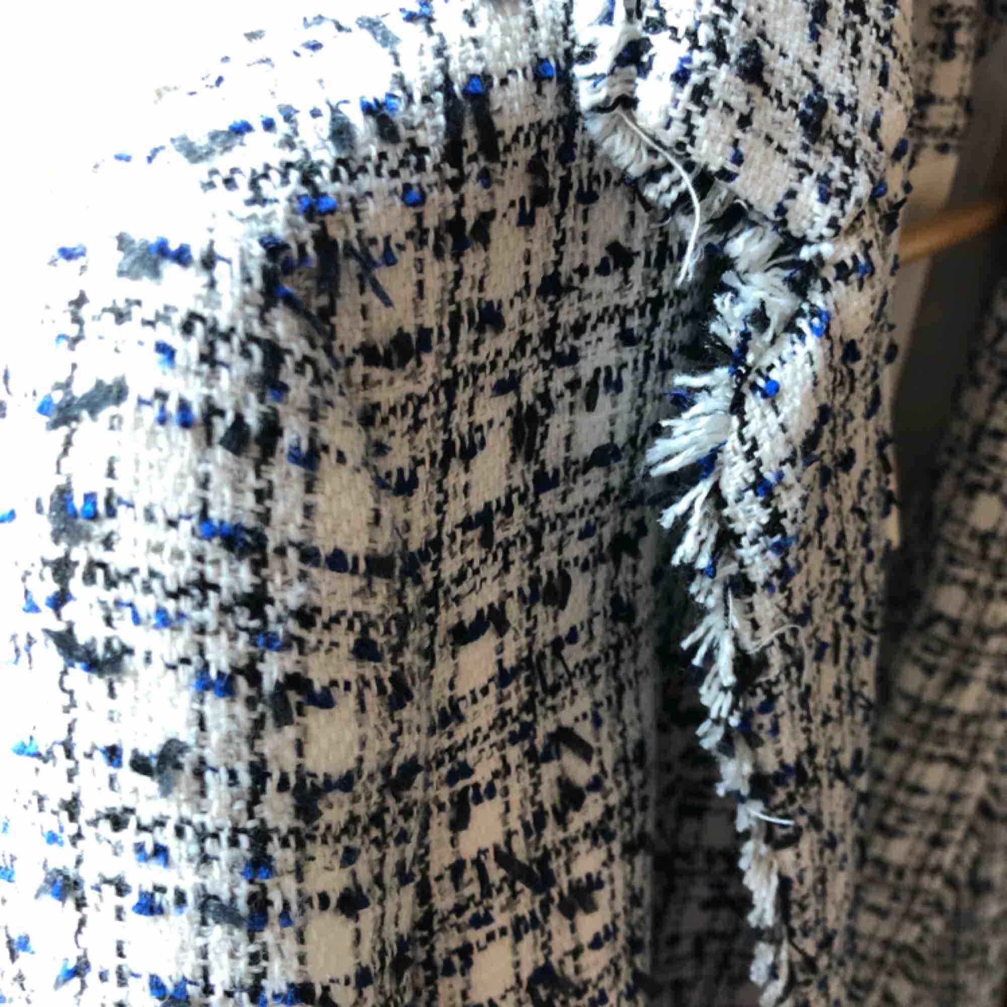 """Ny, oanvänd """"Chanel"""" jacka, otroligt stylish och tidlös . Kostymer."""