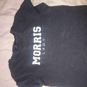 Marinblå morris t-shirt. Storlek S. Använd ett fåtal gånger.