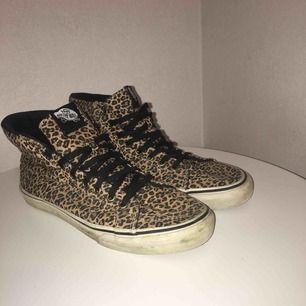 Säljer mina leopardvans!  Väl använda😁