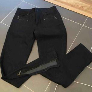 Jeans med dragkedja