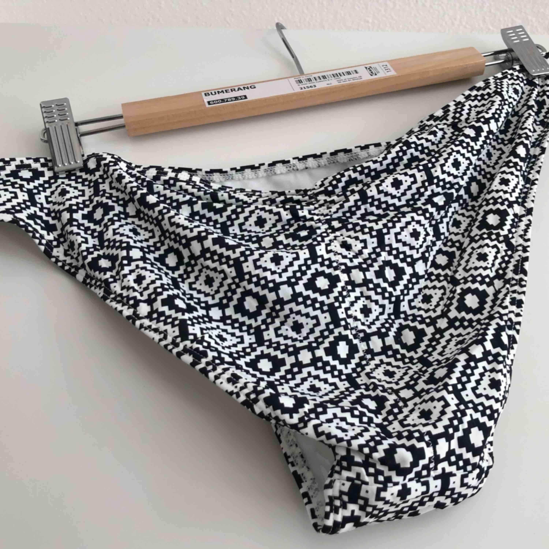 Snygga och oanvända bikinitrosor. Scrunch baktill! Öppna på sidorna.   Kan mötas upp i Kalmar annars står köparen för frakt. . Accessoarer.