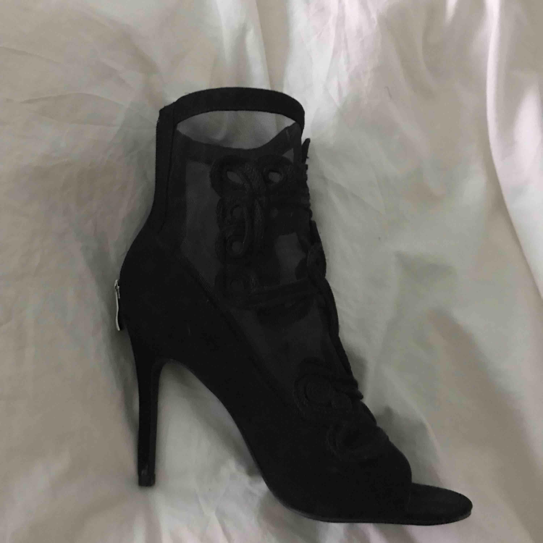 7c1a8fe81fa Smukke højhælede sko, der desværre ikke har været brugt siden jeg har svært  ved at ...