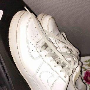 Ett par Nike air force i fint skick. Säljer för att jag aldrig använder dom.